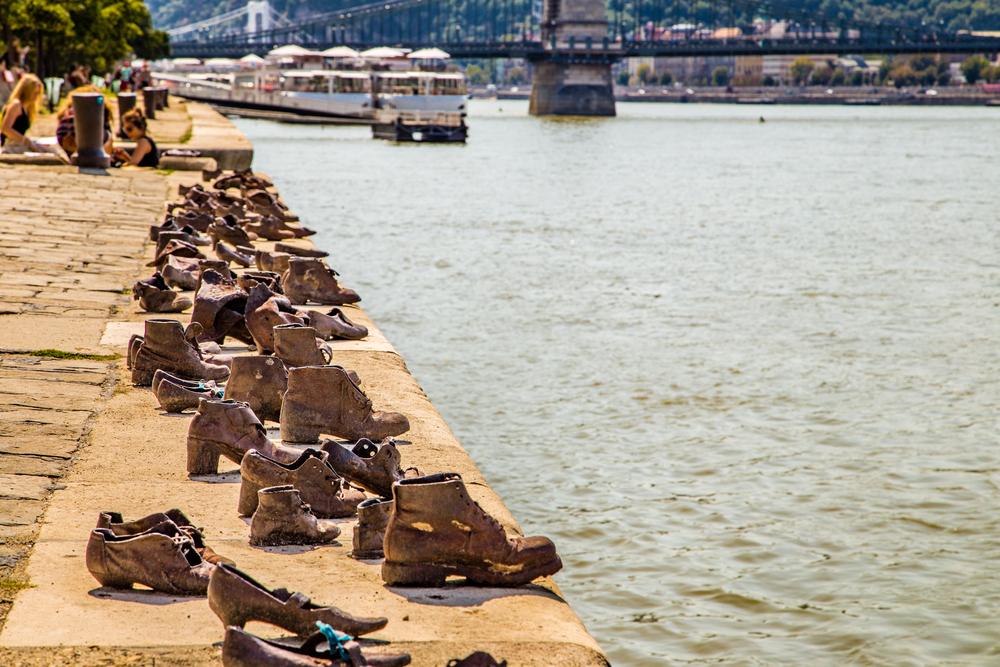 De schoenen op de Donaukade